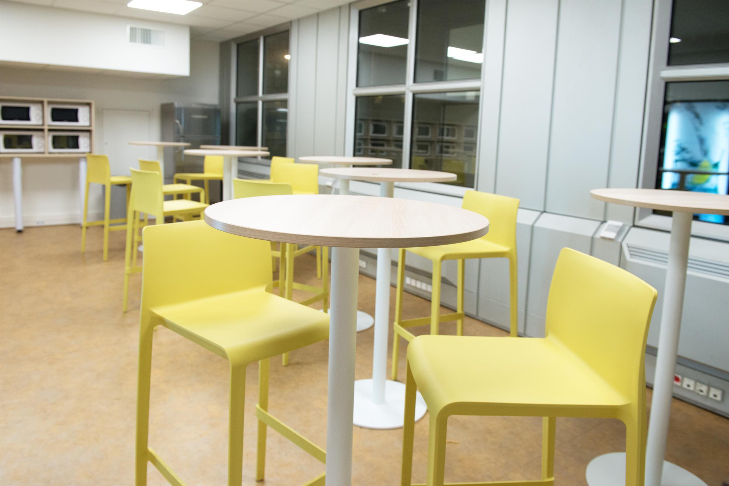 Espace détente-mange debout-sièges PVC