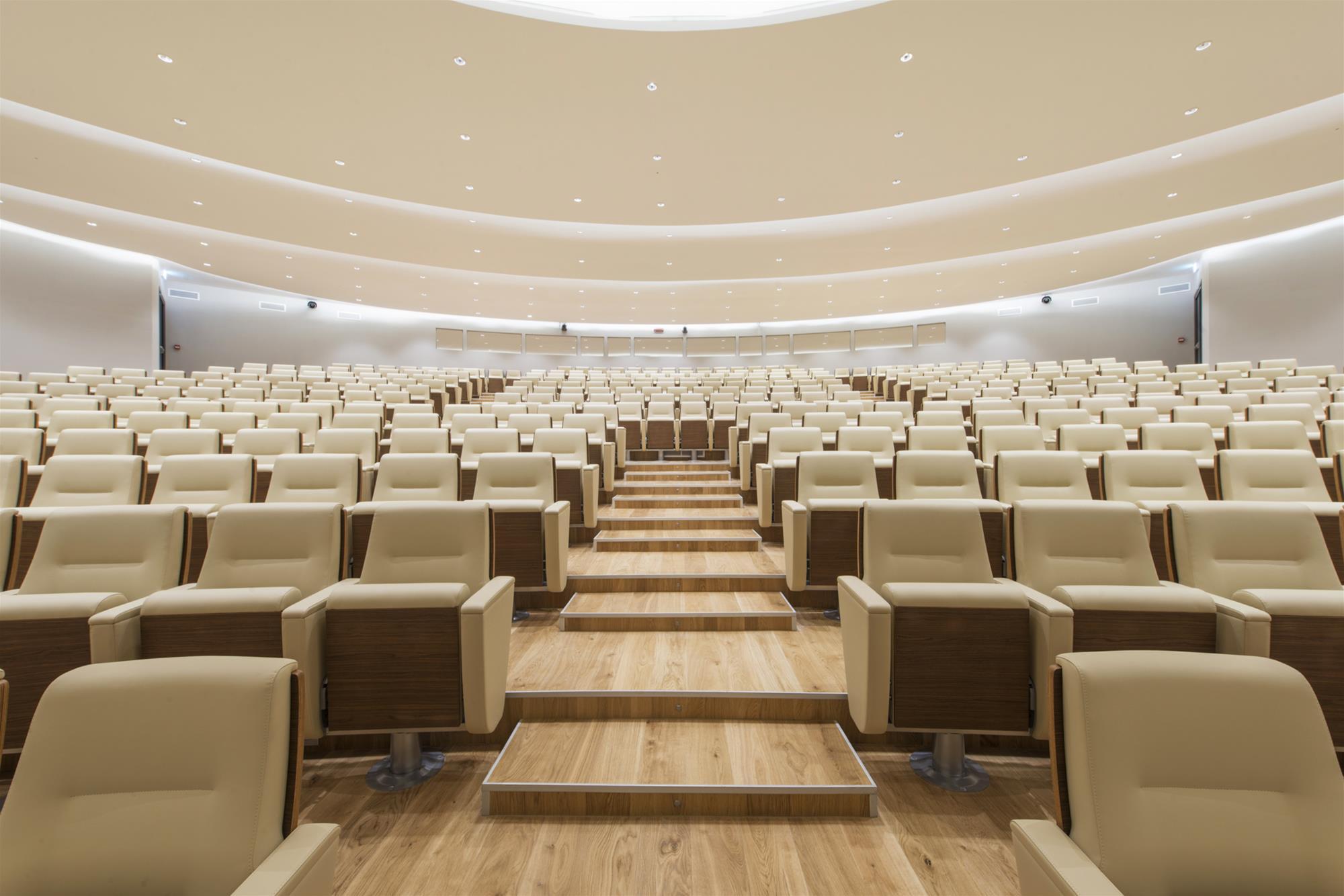 Fauteuils d'auditorium et aménagement d'intérieur