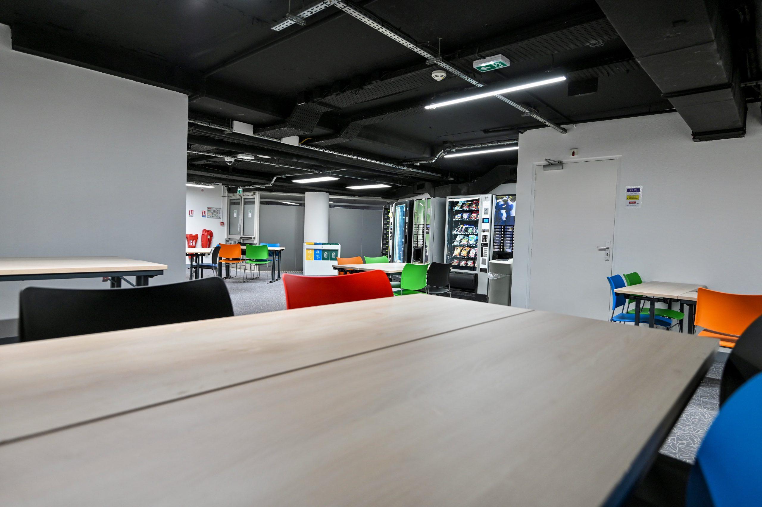 IGS-tableau-salle de classe-chaise