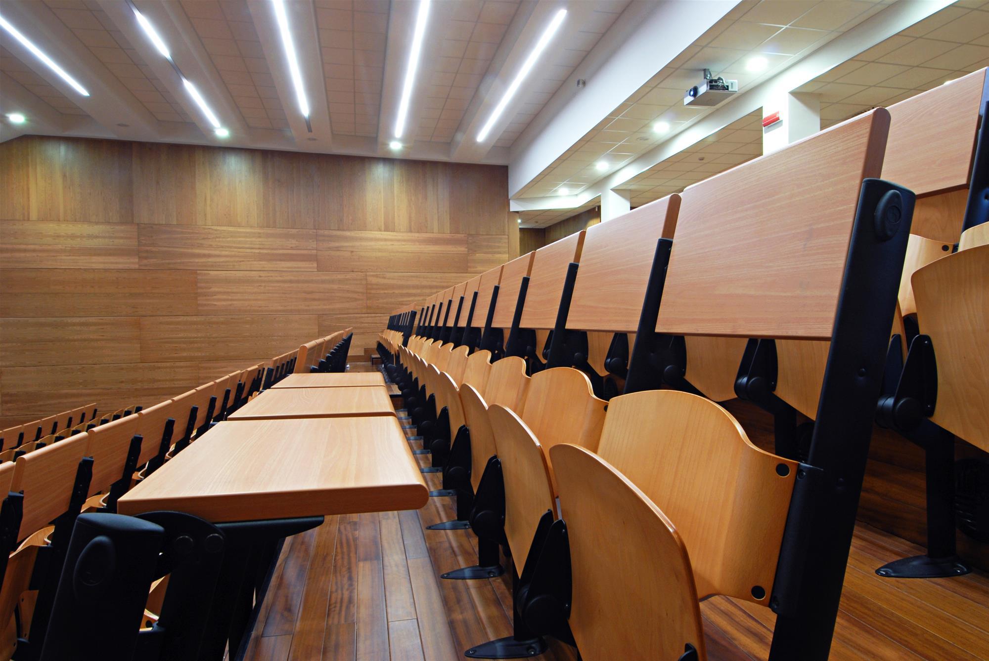 Fauteuils d'auditorium avec tablette rabattable