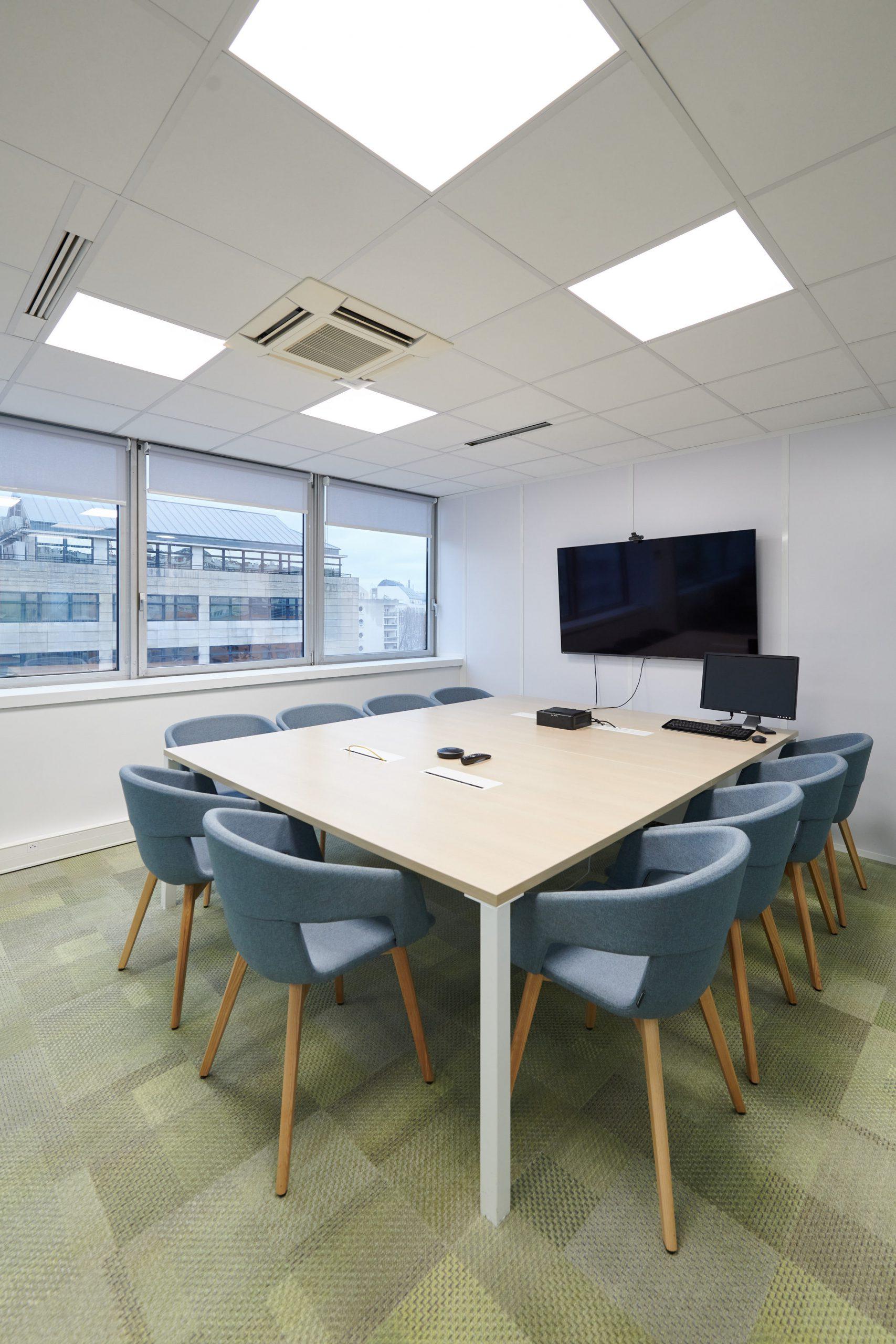 Ecomundo-salle de réunion-table-fauteuil-écran visio