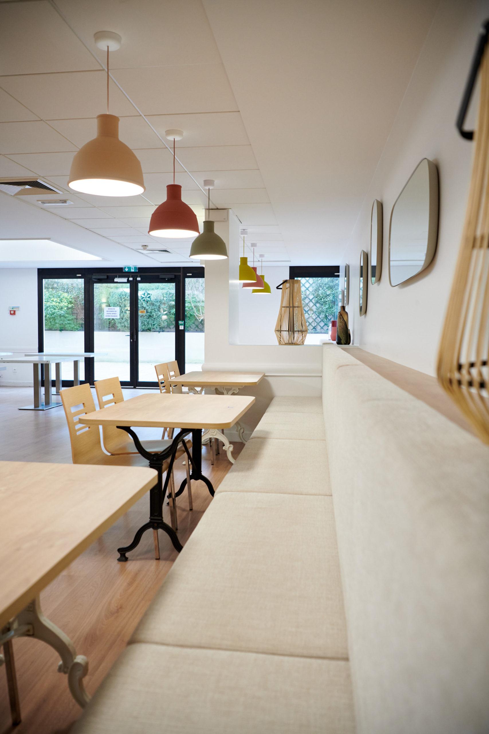 Sogasi-Chaises restauration-Tables restaurations-Luminaire suspendus