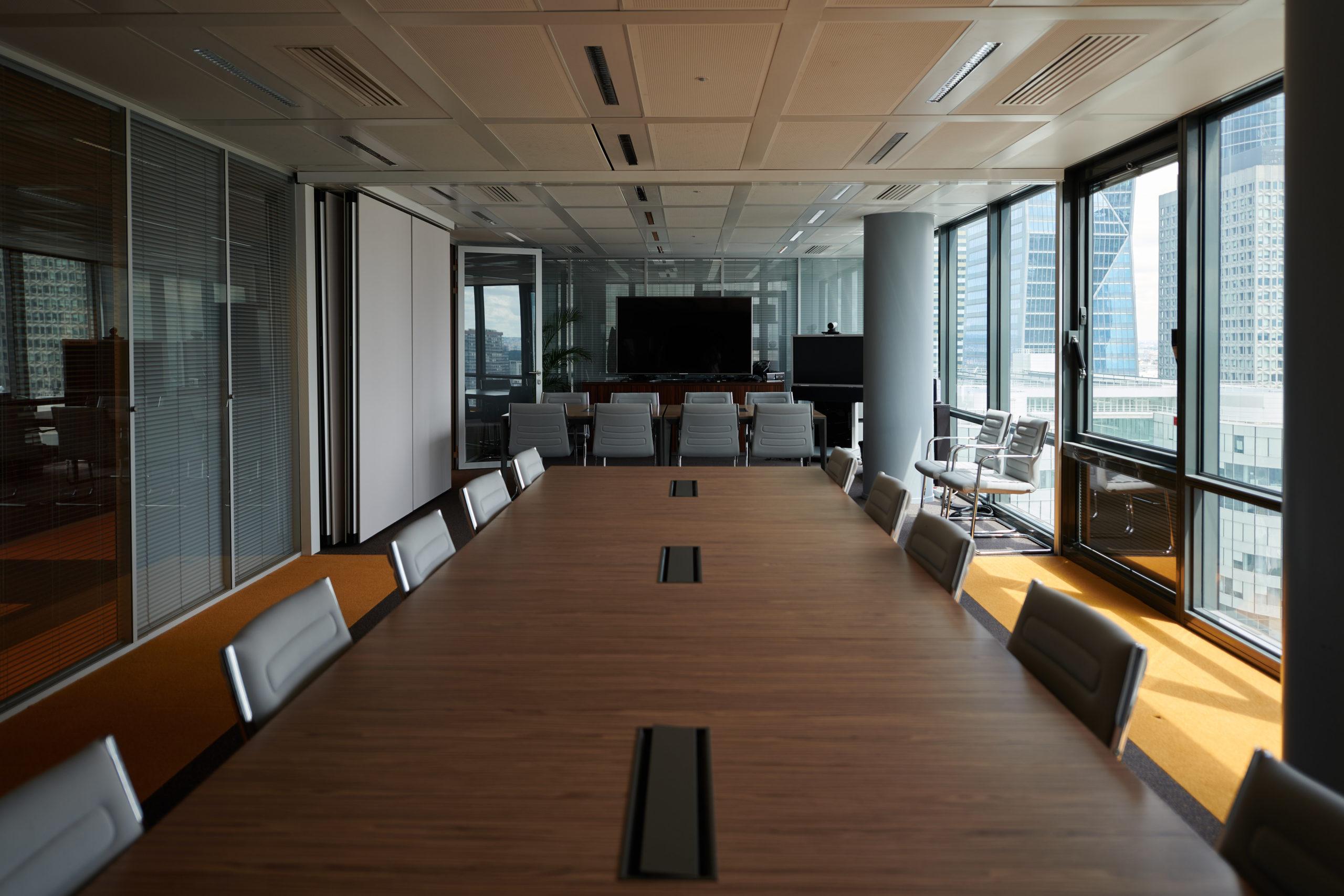 HDI-salle de conseil-table réunion connecté-fauteuil