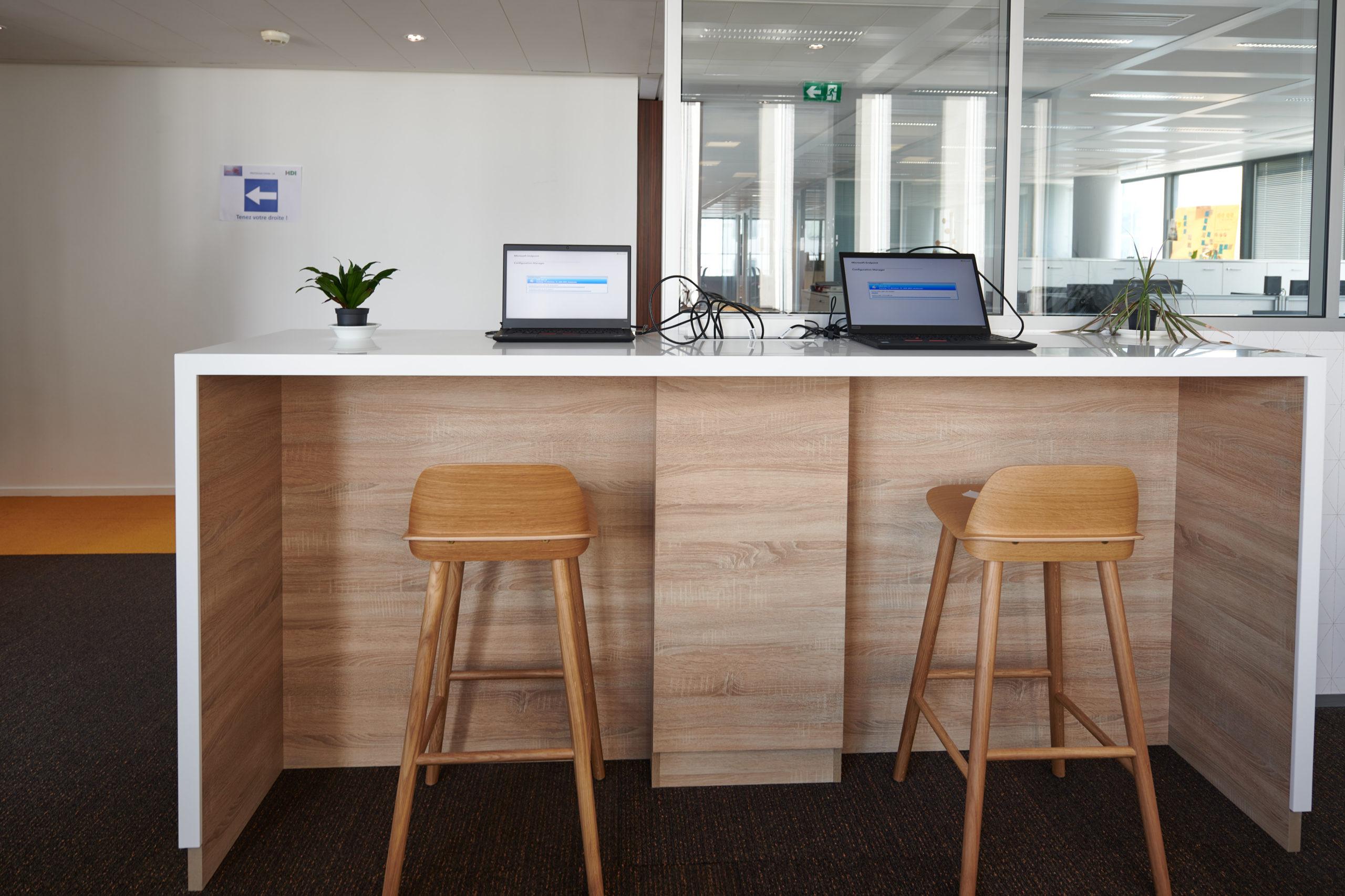 HDI-espace informel-tabouret haut-table haute sur mesure