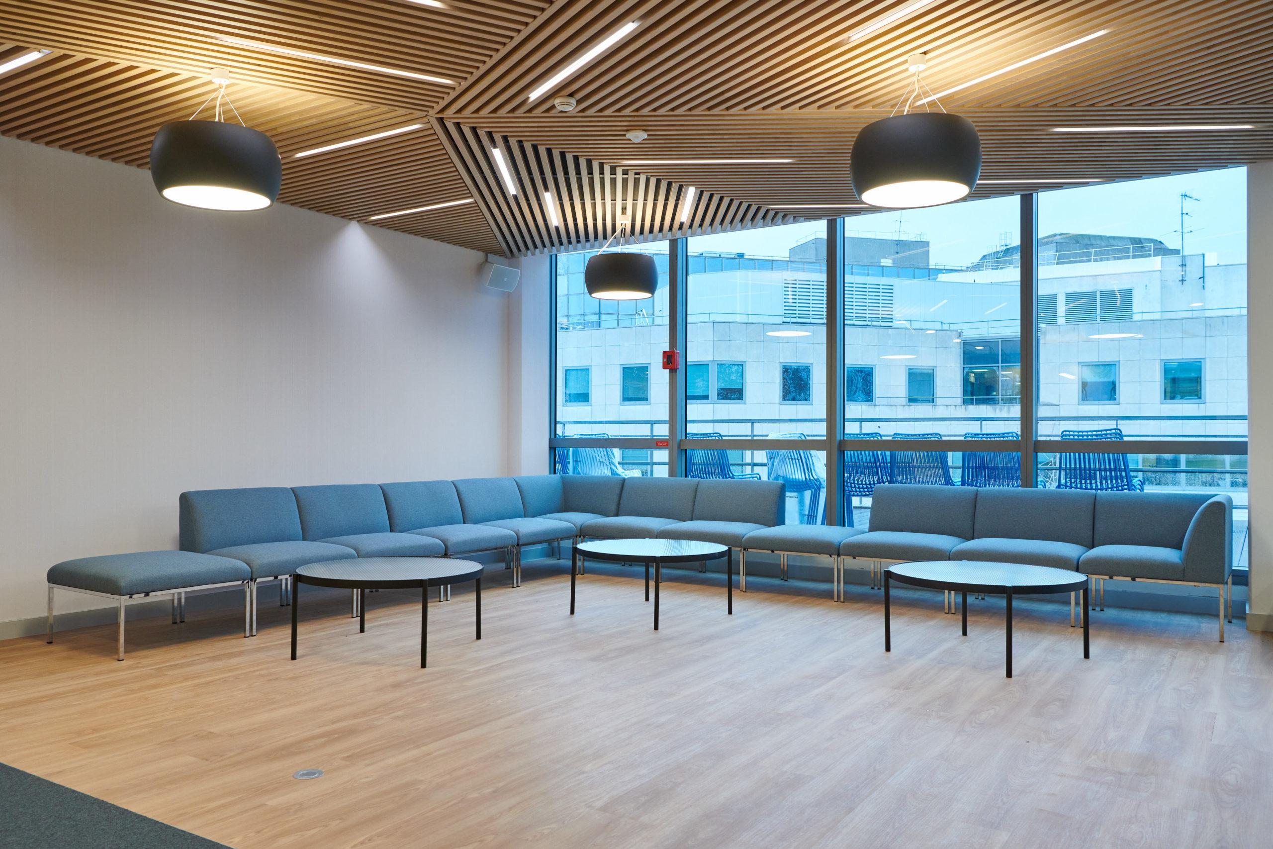 Skema-banquette modulable direction-table basse-plafond menuisé