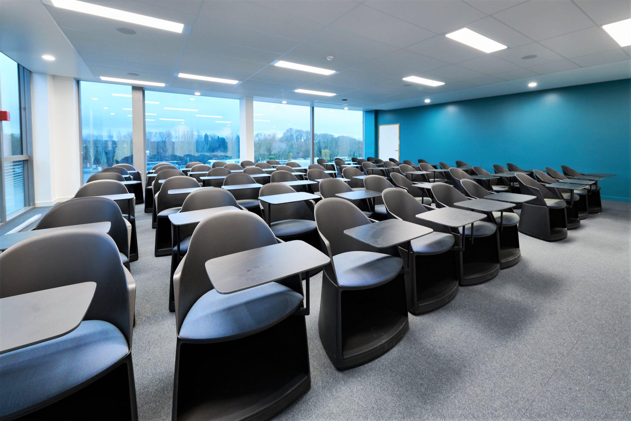 Skema-salle de classe-fauteuils sur roulettes avec tablette