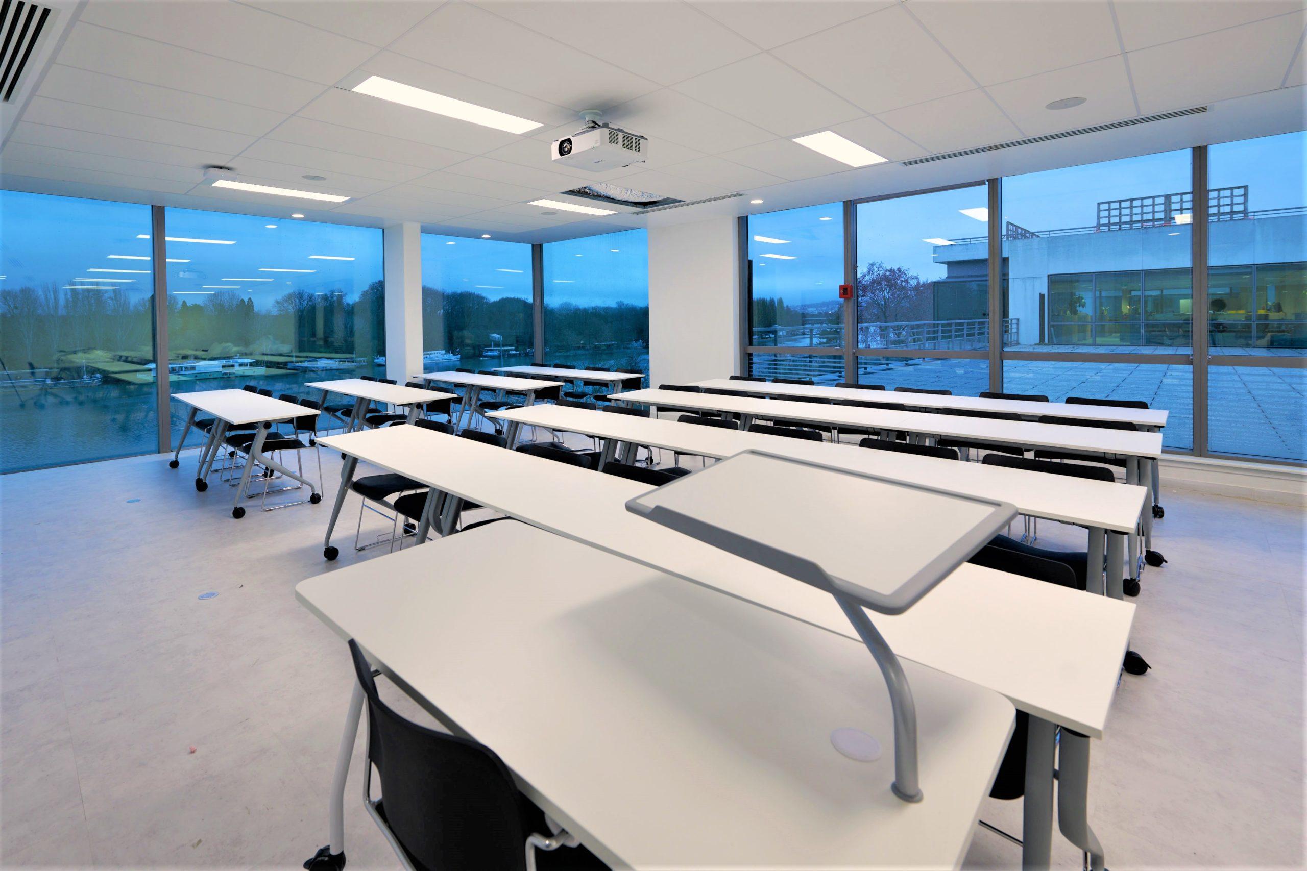 Skema-tables de classe-fauteuils de cours