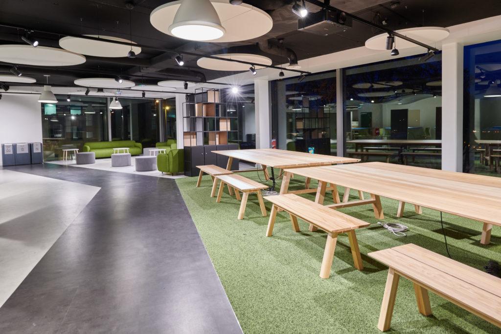 Skema-table bois massif-banc massif-espace co-working