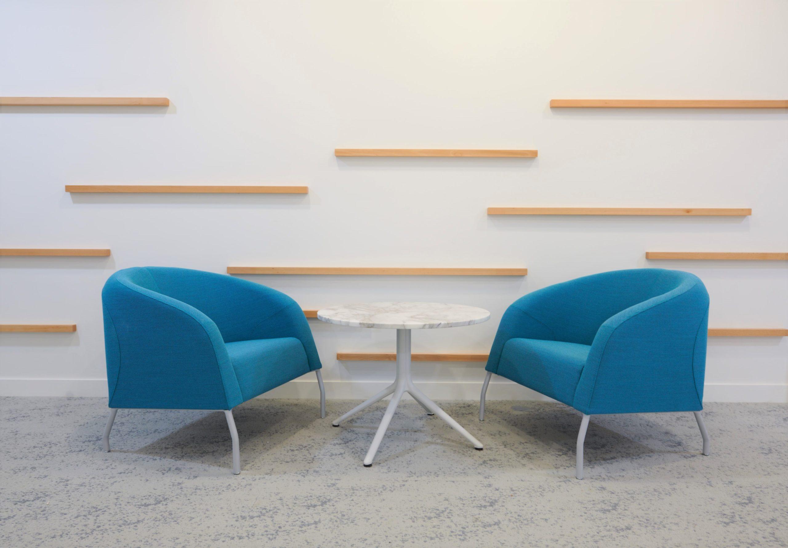 Skema-espace détente-fauteuil lounge-table basse marbre blanc