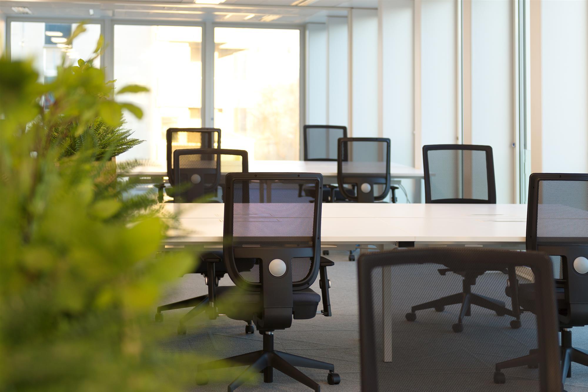 open space-fauteuil dossier résine