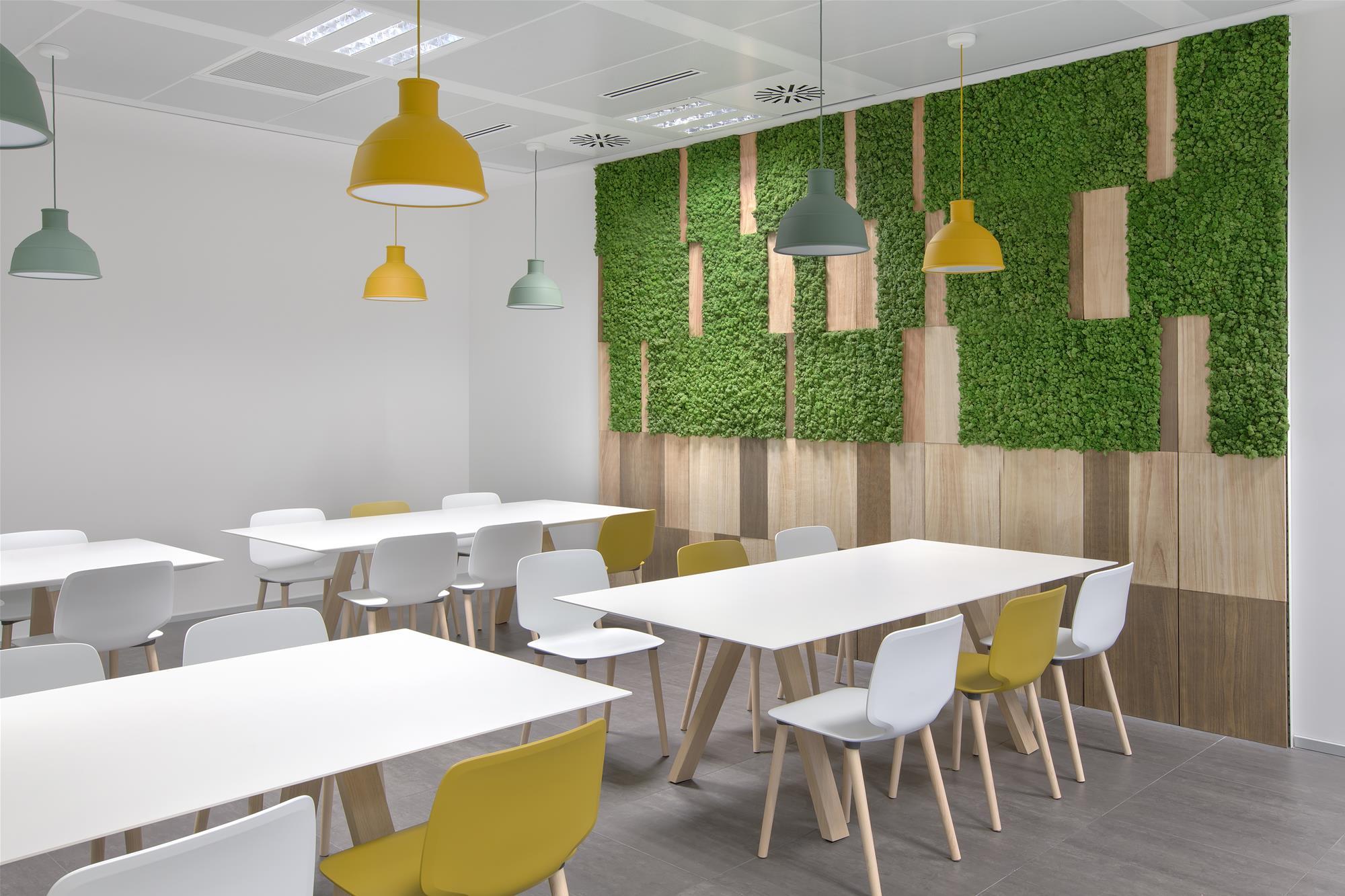 testez le moss wall pour votre agencement de bureau. Black Bedroom Furniture Sets. Home Design Ideas