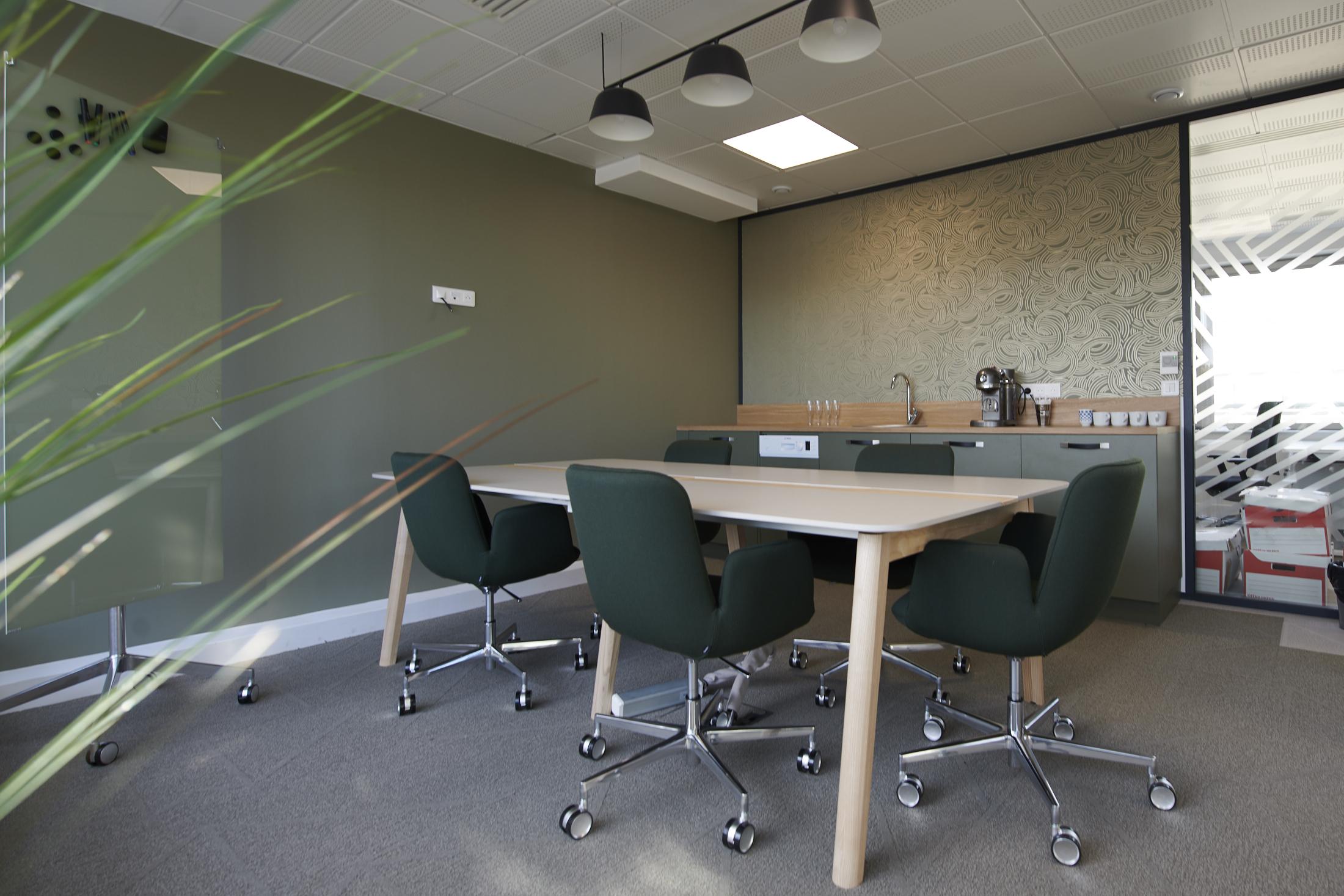 Ide Ireland-salle de réunion-table-chaise à roulettes-suspensions