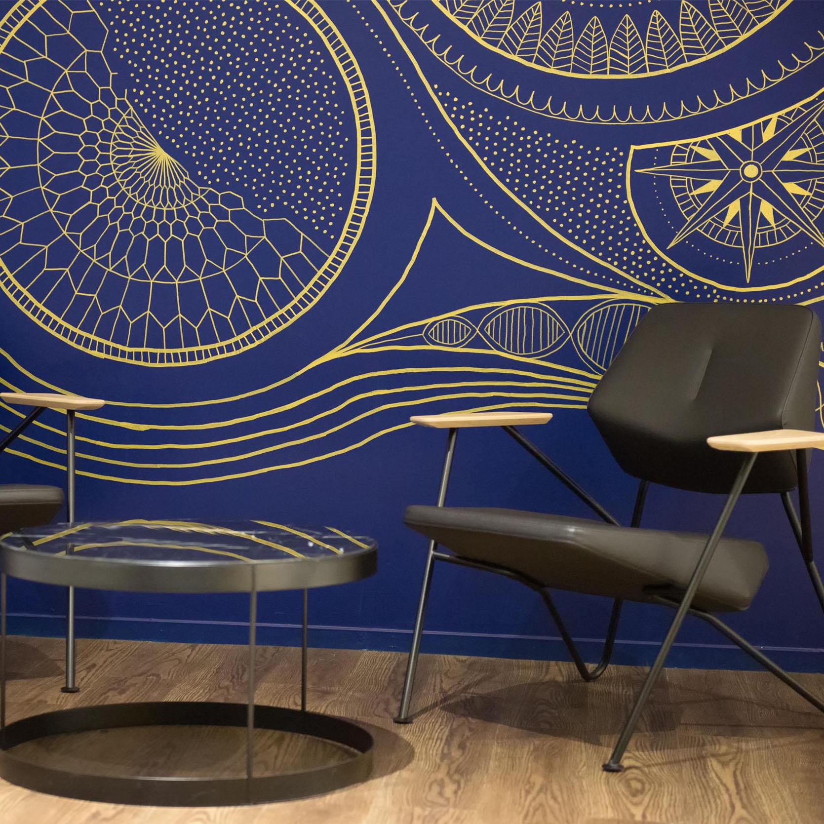 Espace d'attente-fauteuil-table basse en verre-vitrophanie